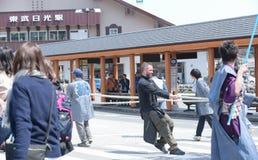 NIKKO JAPAN - APRIL 16: Folket av Nikko firar den Yayoi festivaen Royaltyfri Bild