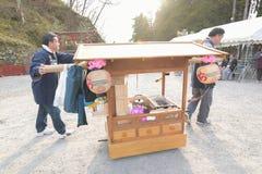 NIKKO, JAPAN - 16. APRIL: Leute von Nikko feiern Yayoi-festiva Stockbild