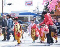 NIKKO, JAPAN - 16. APRIL: Leute von Nikko feiern Yayoi-festiva Stockfotografie