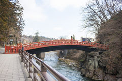 NIKKO, JAPAN - 22. FEBRUAR 2016: Rote Brücke Shinkyo in Japan Stockbild