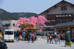 NIKKO, JAPON - 16 AVRIL : Les habitants de Nikko célèbrent le festiva de Yayoi Photos libres de droits