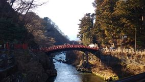 Nikko most na rzece po środku dżungli, Japonia Zdjęcie Royalty Free