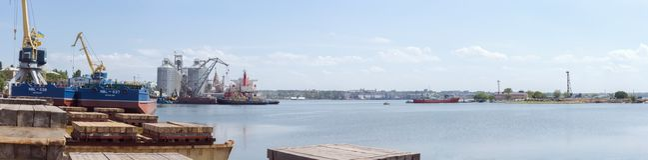 Nikolaev, Ukraine Ansicht des Seehafens von der Werft lizenzfreie stockbilder