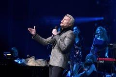 Nikolai Baskov se realiza en etapa durante el 50.o concierto del cumpleaños del año de Viktor Drobysh en Barclay Center Fotos de archivo