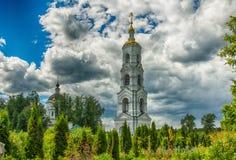 Nikolo-Berlyukovskaya kloster med Avdotino Arkivfoto