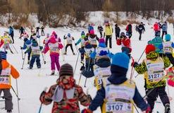 Nikolov Perevoz 2017年Russialoppet滑雪马拉松儿童` s种族 免版税库存照片
