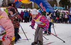 Nikolov Perevoz 2017年Russialoppet滑雪马拉松儿童` s种族 图库摄影