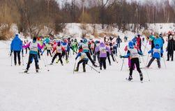 Nikolov Perevoz 2017年Russialoppet滑雪马拉松儿童` s种族 免版税图库摄影