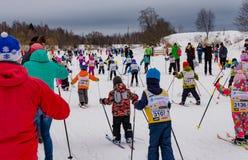 Nikolov Perevoz Russialoppet 2017 skidar loppet för maratonbarn` s Arkivfoton