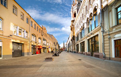 Nikolskaya gata i Moskva Arkivfoton