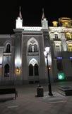 Nikolskaya gata i Moskva vid natt Arkivbilder