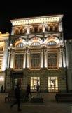 Nikolskaya gata i Moskva vid natt Arkivfoto