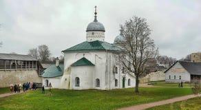 Nikolskaya kyrka av den Izborsk fästningen Fotografering för Bildbyråer