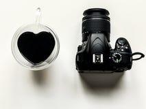 Nikon do coração do amor da câmera do café Fotografia de Stock Royalty Free