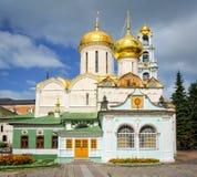 Nikon kyrka och Treenighetdomkyrka, Ryssland Royaltyfri Fotografi