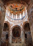 Nikortsminda, Georgia - 28 aprile 2017: Interno ed affreschi murali nella cattedrale di Nikortsminda in Racha, Georgia Fotografie Stock Libere da Diritti