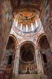 Nikortsminda, Georgia - 28 aprile 2017: Interno ed affreschi murali nella cattedrale di Nikortsminda in Racha, Georgia Immagine Stock Libera da Diritti