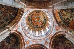 Nikortsminda, Gruzja - 28 Kwiecień, 2017: Stropujący w wnętrza i frescoes malowidle ściennym w Nikortsminda katedrze w Racha, Gru Obrazy Stock