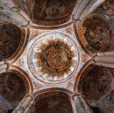 Nikortsminda, la Géorgie - 28 avril 2017 : Intérieur et fresques muraux dans la cathédrale de Nikortsminda dans Racha, la Géorgie Photos stock
