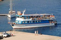 Nikos Express på Halki Arkivfoton