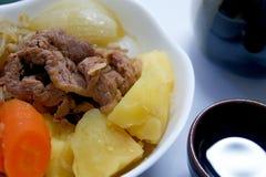 NIKUJYAGA es la cocina casera de Japón Foto de archivo