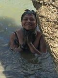 Nilani που έχει ένα λουτρό λάσπης Στοκ Εικόνες
