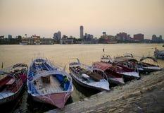 Nile River med fartyg i cairo Egypten Fotografering för Bildbyråer