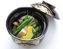 Nimono, authentische japanische Küche Stockfoto