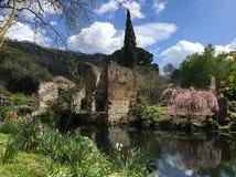 Ninfa庭院-最美丽和最著名的公园在意大利 库存图片