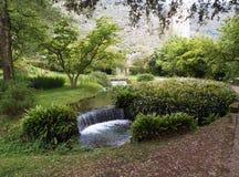 Ninfa庭院-灌溉小河 免版税库存图片