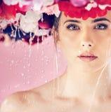 Ninfa bonita da flor que toma um chuveiro fotografia de stock royalty free