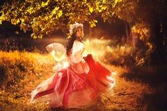 Ninfa encantadora en bosque Imagenes de archivo