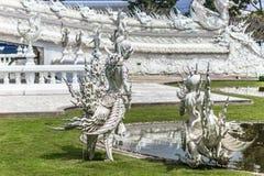 Ninfas en el templo blanco, Tailandia Fotos de archivo