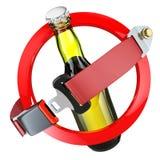 Ningún concepto de la muestra del alcohol Botella de cerveza y de cinturón de seguridad aislados Imágenes de archivo libres de regalías