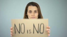 Ningún es ningún firman adentro las manos de la mujer, violencia contra la prevención de las mujeres, igualdad de género almacen de metraje de vídeo