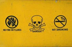 Ningún - fumando - peligro - ningún fuego Fotos de archivo libres de regalías