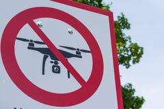 Ningún turista real rojo L del aire libre del metal blanco de la cruz de la muestra de la zona del abejón Fotografía de archivo