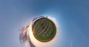 NING?N VR Curvatura del espacio de poca transformaci?n del planeta Torsi?n y giro abstractos del paisaje completo del panorama de metrajes