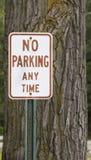 Ningún estacionamiento firma en cualquier momento Foto de archivo libre de regalías