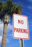 Ningún estacionamiento bajo la palma Foto de archivo