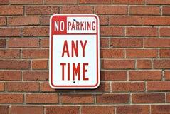 Ningún estacionamiento en caulquier momento imagen de archivo