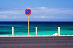 Ningún estacionamiento en la playa Imágenes de archivo libres de regalías