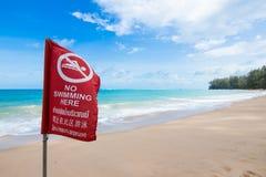 Ninguna advertencia de la bandera de la natación Fotos de archivo