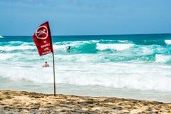 Ninguna bandera roja de la natación, Phuket Tailandia Imagen de archivo libre de regalías