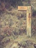 Ninguna entrada firma adentro el parque nacional de Polonia Foto de archivo libre de regalías