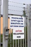 Ninguna entrada - terreno privado alemán Fotos de archivo