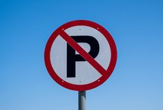 Ninguna muestra de calle del estacionamiento fotos de archivo libres de regalías