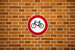 Ninguna muestra de ciclo en la pared de ladrillo Imagen de archivo