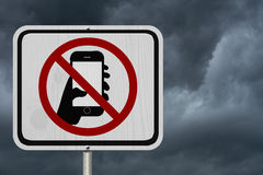 Ninguna muestra que manda un SMS y de conducción Fotos de archivo