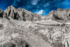 Ninguna nieve en las montañas fotos de archivo